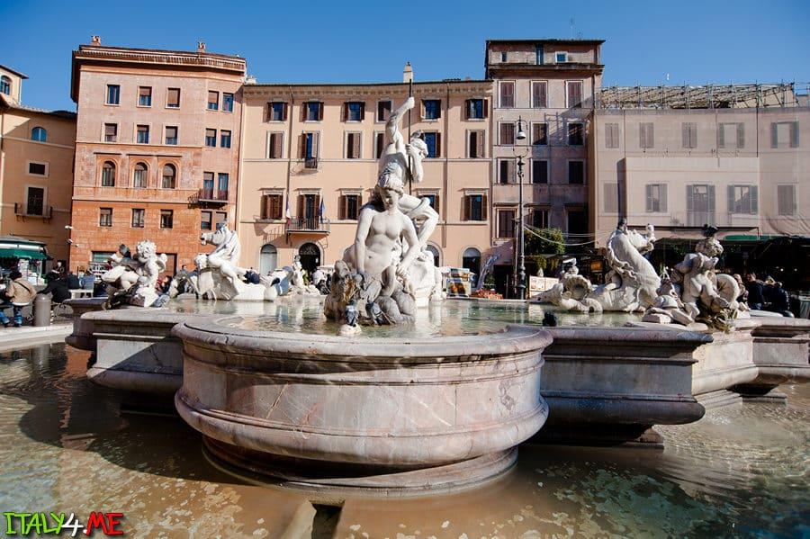 Красивые фонтаны на Пьяцца Навона в Риме