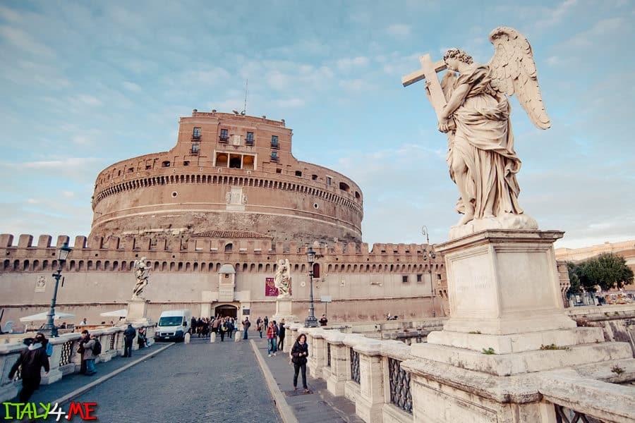 замок святого Ангела в Риме утром