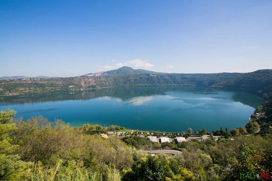 Албанское озеро в Италии недалеко от Рима
