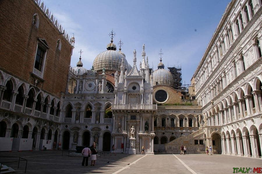 Дворец Дожей в Венеции летом