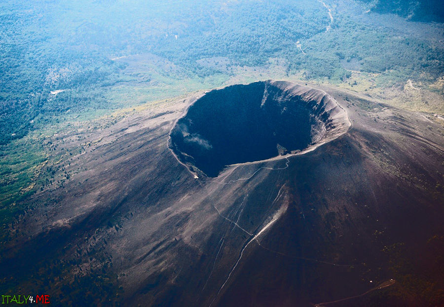 Фото кратер вулкана Везувий в самолета