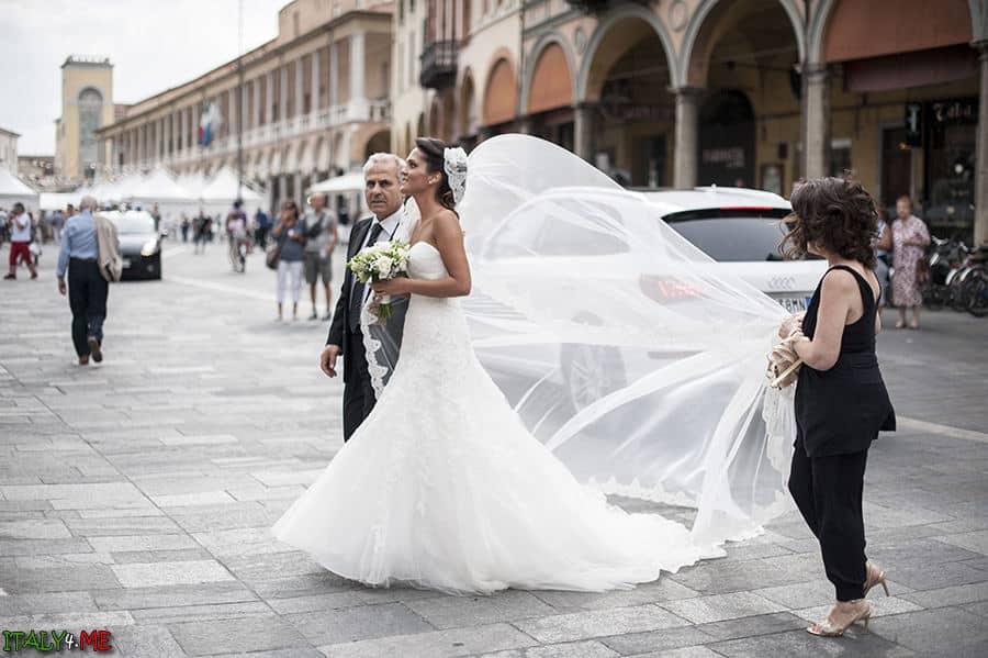 Итальянская свадьба собор Duomo di Faenza в городе Фаэнца