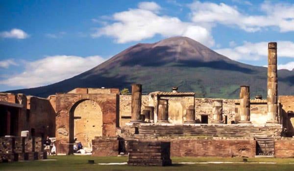 вид на вулкан Везувий Помпеи