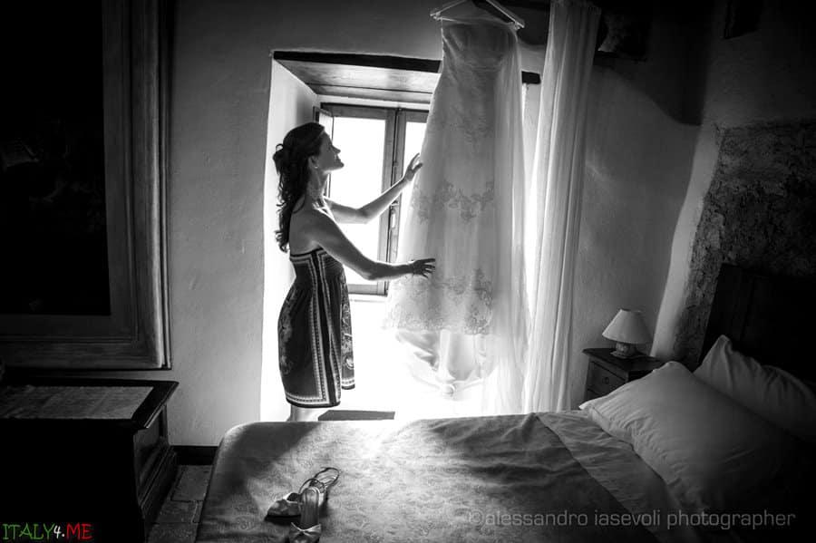Свадебное платье невести в Италии - фотограф Alessandro Iasevoli