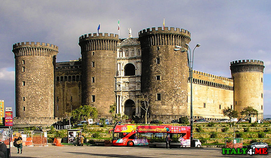 Новый Замок в Неаполе Castel Nuovo