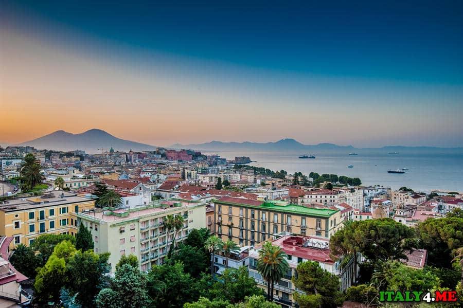 Неаполь город в Италии