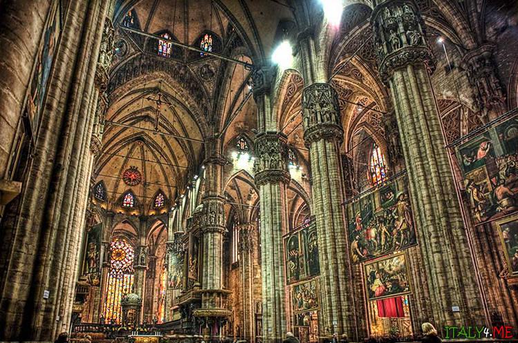 Интерьер внутри собора Дуомо в Милане