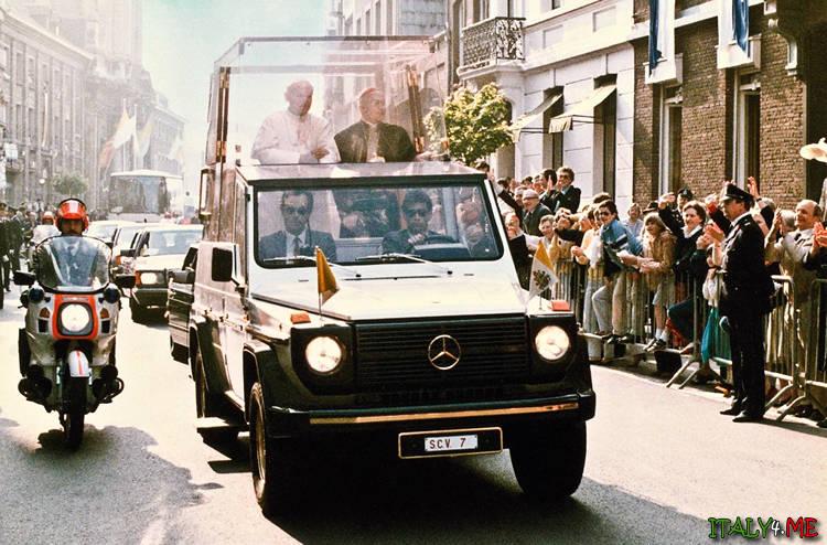 Бронированный папамобиль - авто папы Римского Яна Павла Второго