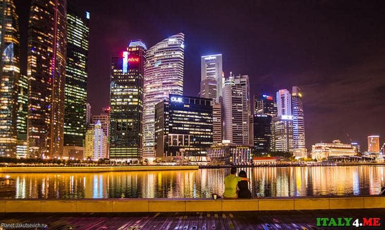 Ночной Сингапур - набережная отеля Марина Bay Sands