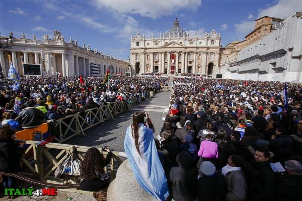 месса папа Франческо на площади святого Петра в Ватикане