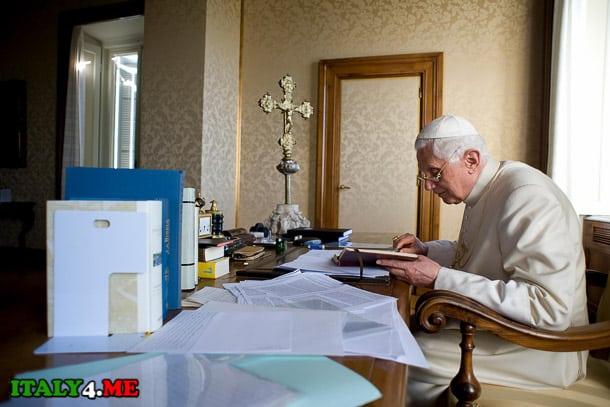 папа Бенедикт в летней резиденции