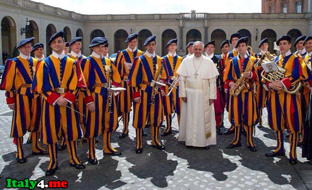 швейцарская гвардия и папа римский