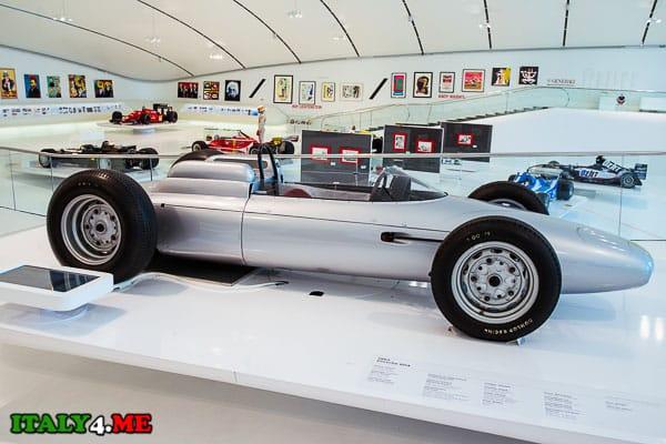 Mercedes W196 в доме-музее Феррари