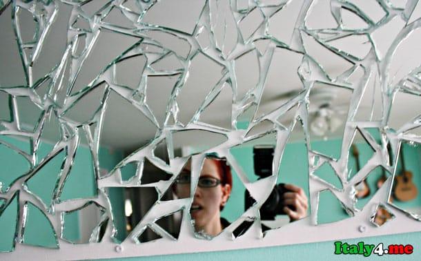 итальянские приметы – не смотреться в разбитое зеркало