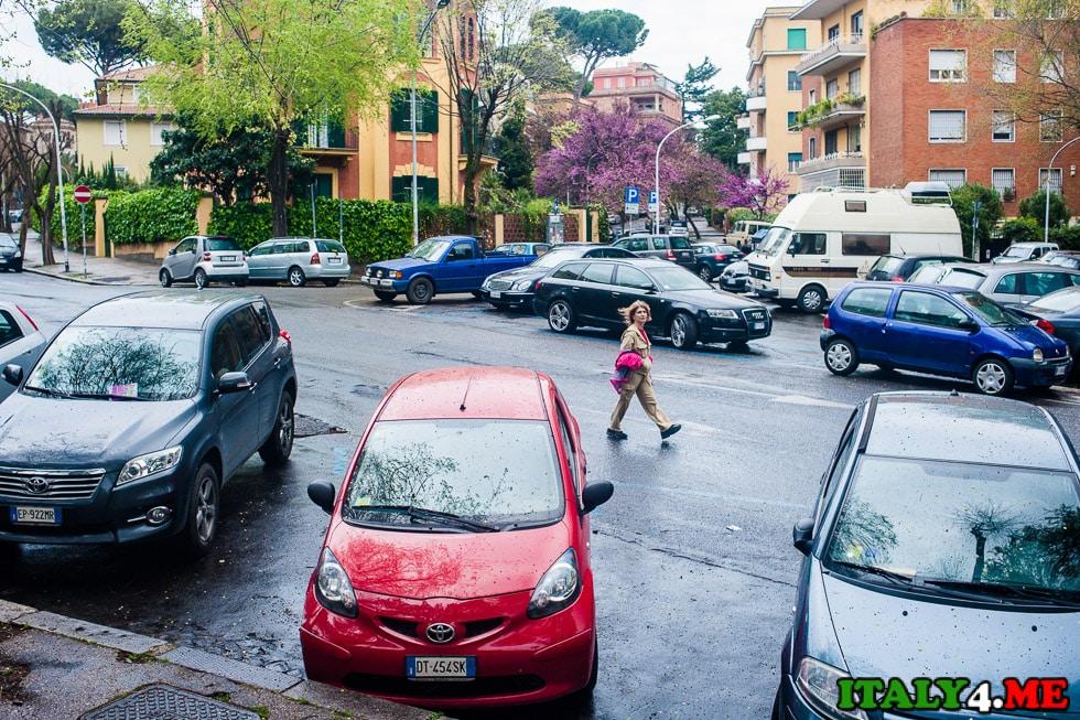 Рим воскресенье пустые улицы холм Авентин