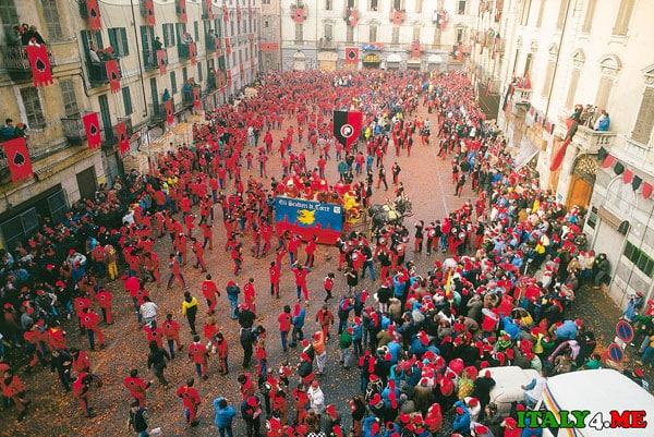 Карнавал в Иврее Италия