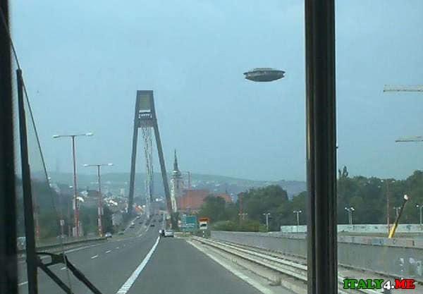 НЛО в Италии над дорогой