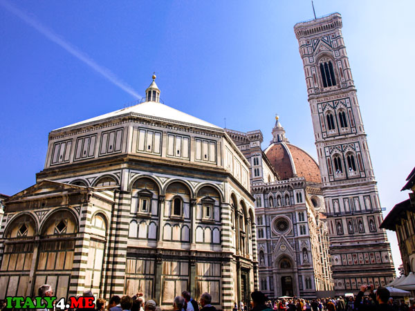Колокольня Джотто рядом флорентийским собором