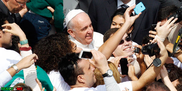 Папа Франциск селфи