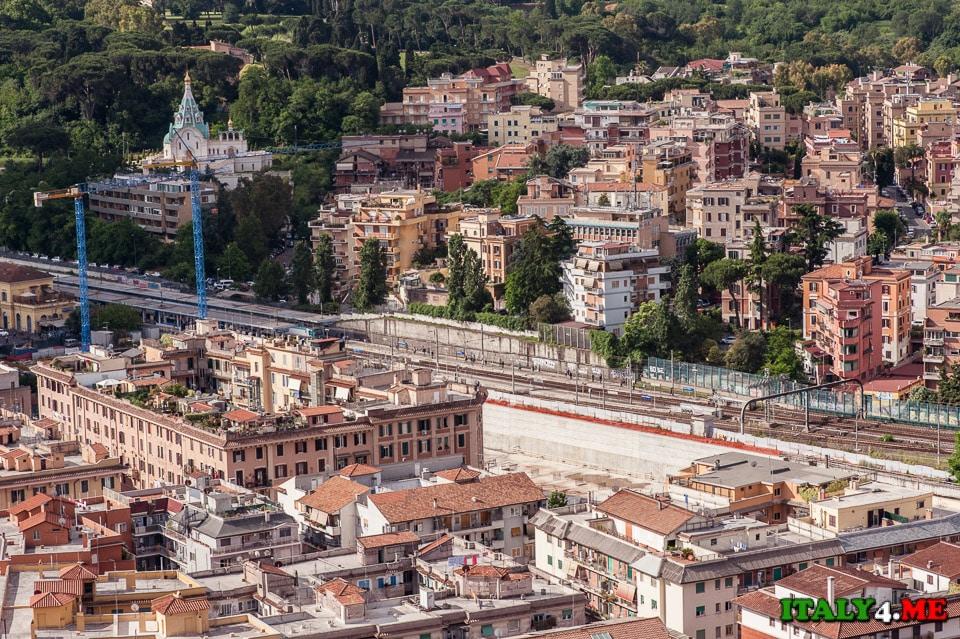 Вид на Рим с купола собора святого Петра в Ватикане