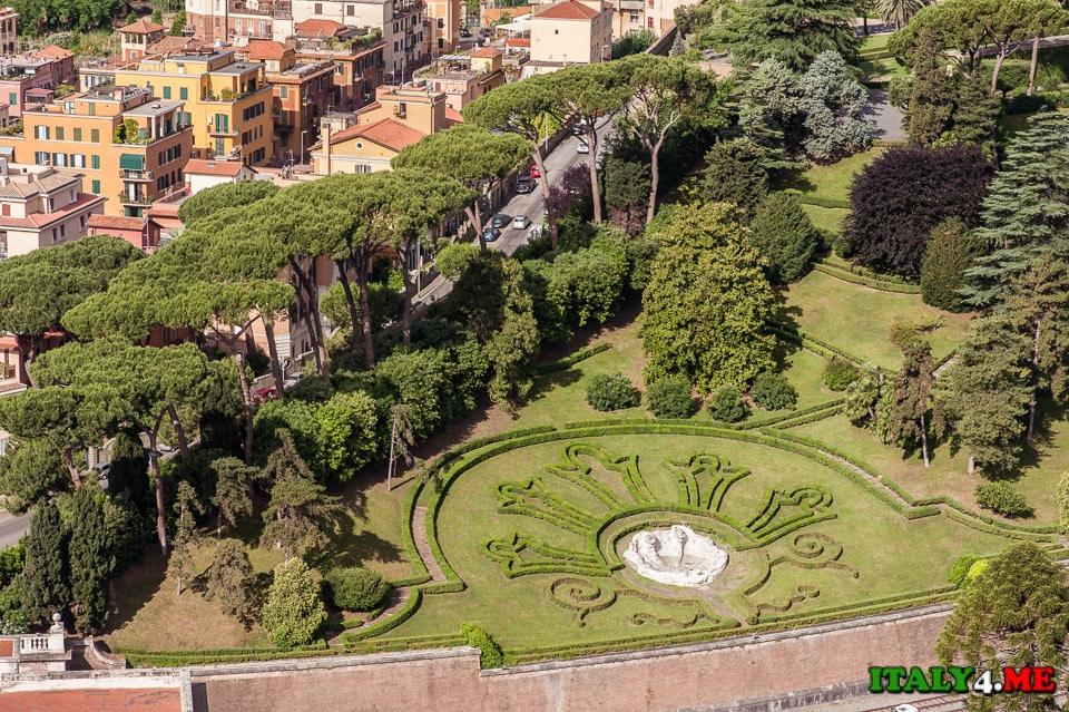 Вид на сады Ватикана с купола собора святого Петра
