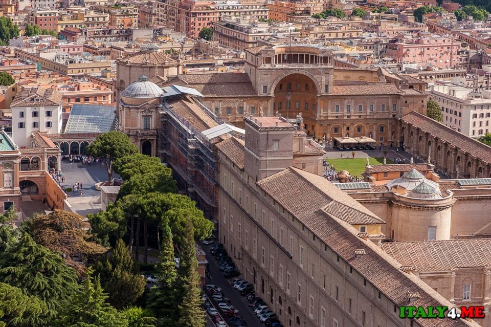 Вид на музеи Ватикана с купола собора святого Петра