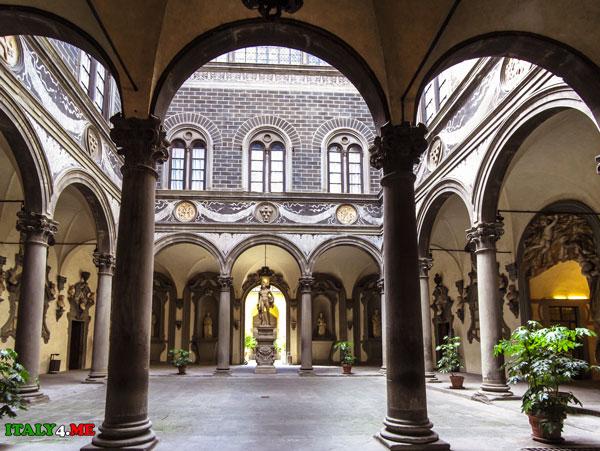 Michelozzo_Palazzo_Medici_Riccardi_1