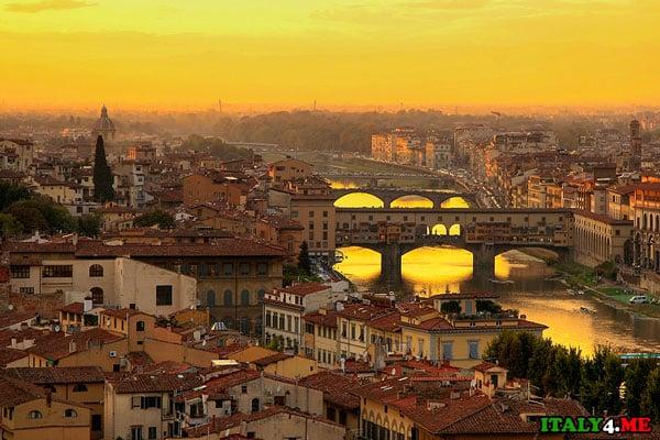 вид на мост Понте Веккьо во Флоренции панорама города