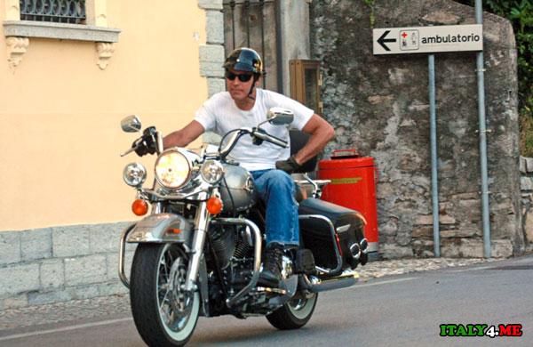 Клуни в Италии на мотоцикле