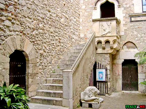 Дворец Корваджо левое крыло