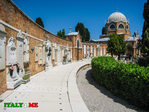 Кладбище-Сан-Микеле-Венеция