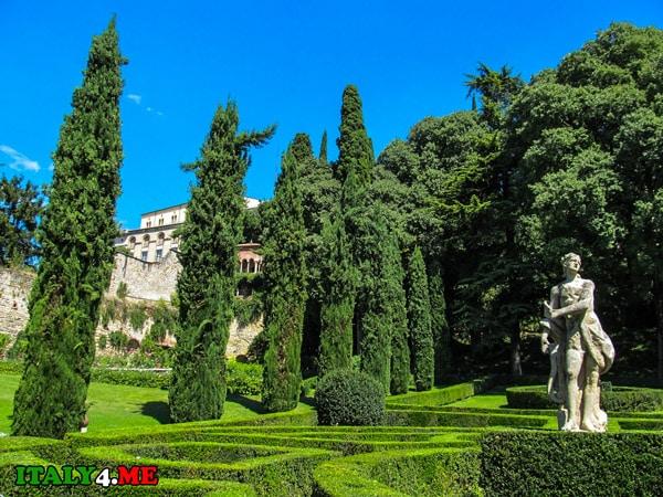 Скульптуры в саду Джусти в Вероне