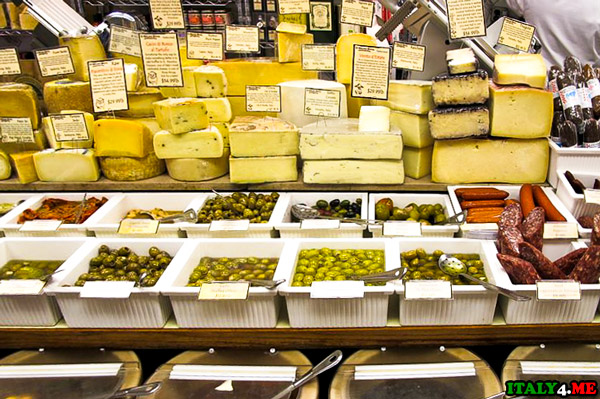 итальянский-рынок-с-сырами