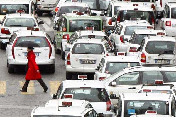 автомобили такси в Риме