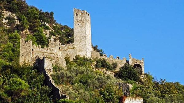 Замок Маттерелла в Умбрии, Италия