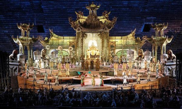 Театральное представление в Арена ди Верона Травиата