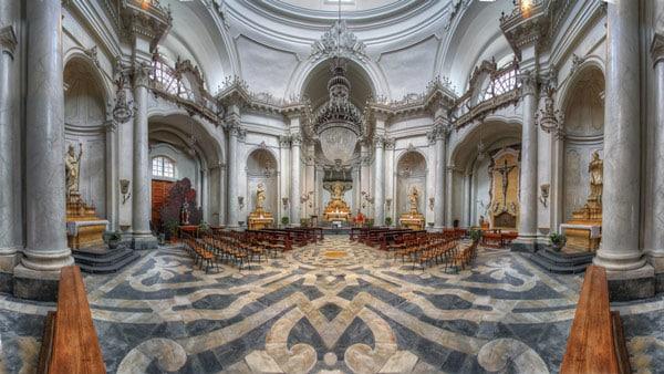 Внутренний интерьер собора святой Агаты