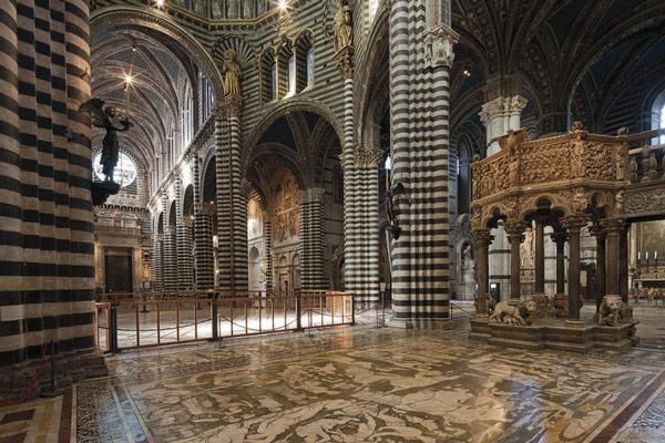 кафедра украшенная резьбой Джованни Пизано в пизанском соборе