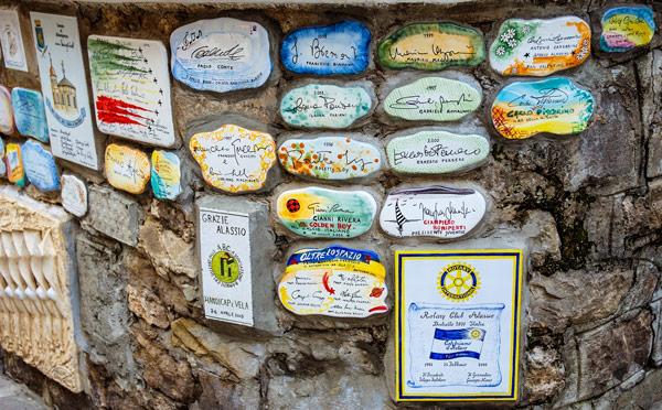 стена Муретто надписи