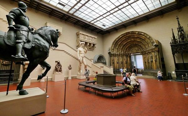 Пушкинский музей в Москве итальянский дворик статуя Давида Микеланджело