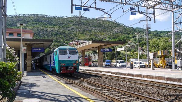 Поезд Леванто железнодорожный вокзал