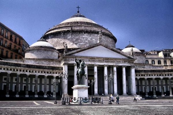Строительство базилики Сан-Франческо ди Паола в Неаполе