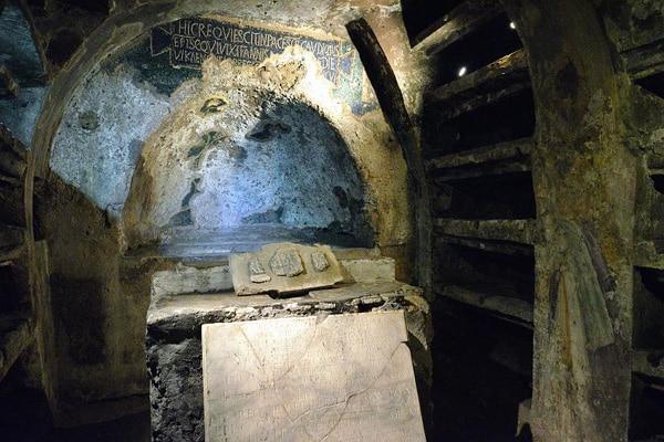 Катакомбы Сан-Гаудиозо - гробница св. Гаудиозо