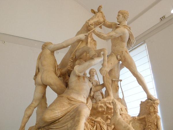 Археологический музей Неаполя - Скульптура быка