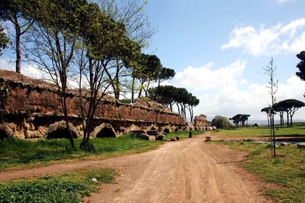 Аппиева дорога в Риме - Старинный акведук
