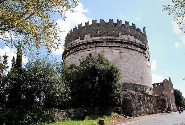 Аппиева дорога в Риме - Гробница Цецилии Метеллы
