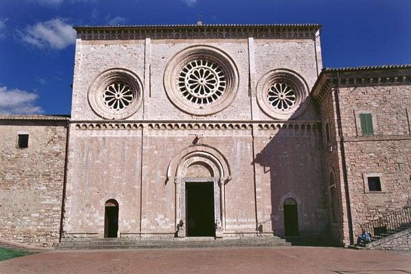 Ассизи - Аббатская церковь Святого Петра