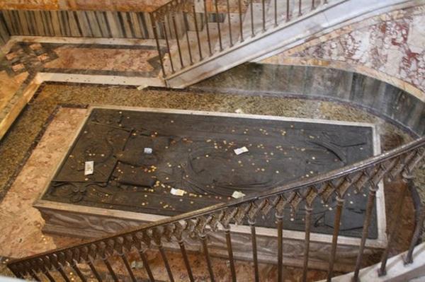 Базилика Сан-Клементе - Гробница