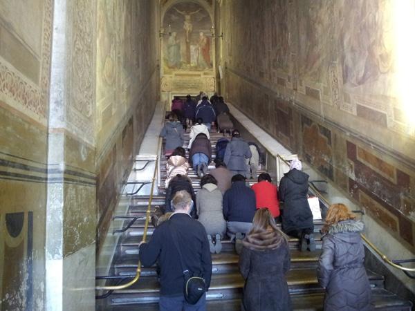 Святая лестница в Риме - Молельщики