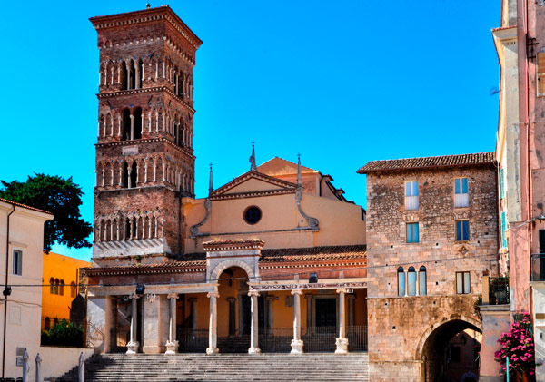 церковь святого Чезарио в Террачина